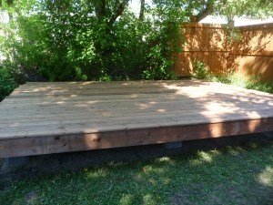 deck under maple